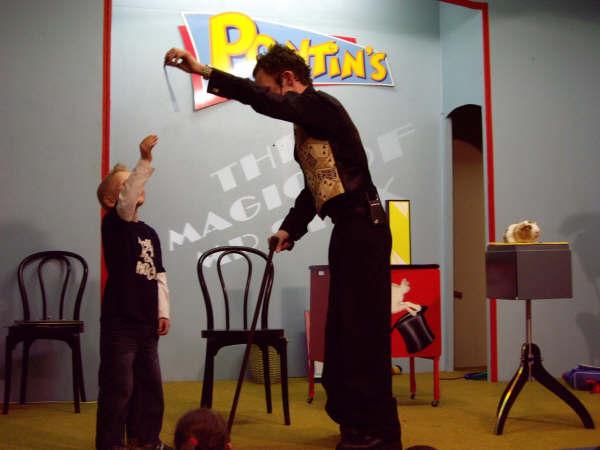 Mr Stix magic trick at Pontins