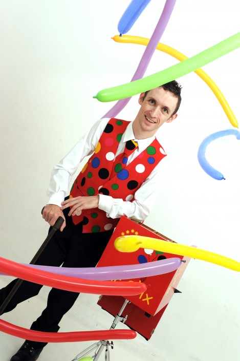 Mr Stix balloon modelling